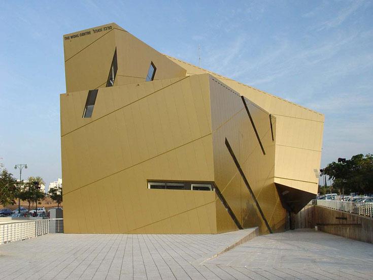 מרכז וואהל באוניברסיטת בר אילן, בתכנונו של דניאל ליבסקינד (אפשר למצוא דמיון למוזיאון היהודי בברלין). מה הוא תורם? (צילום:  Cccc3333)