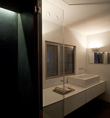 חדרי הרחצה חופו טדלק (צילום: עמית גרון)