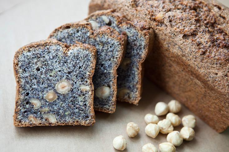 עוגת פרג בחושה עם אגוזים (צילום: שירן כרמל)