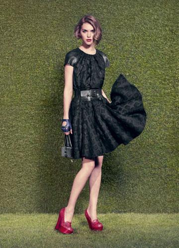 קולקציית ריזורט 2012 של סופיה קופולה ללואי ויטון. עוצבה בסגנונה של אייקון האופנה (צילום: לואי ויטון מלטאייר )