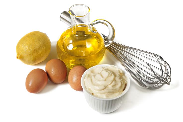 יש לכם חלמון, שמן ומיץ לימון (או חומץ)? יש לכם מיונז! (צילום: shutterstock)
