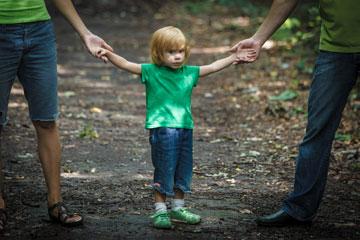ההורים מתווכחים והילד משלם את המחיר (צילום: shutterstock)