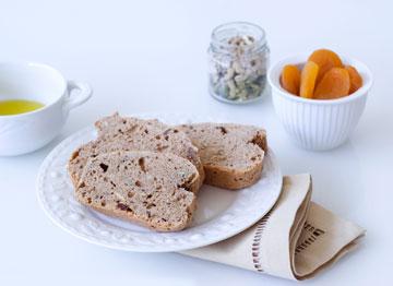 עוגת לחם עם אגוזים ותבלינים (צילום: עילית אזולאי, סגנון: איתמר אדלר)