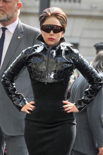 הסרת איפור בסלוטייפ? ליידי גאגא (צילום: gettyimages)