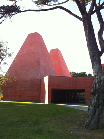 הפירמידות הקטומות במוזיאון פאולה רגו (צילום: ירון בירנבאום)