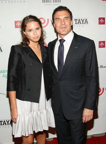 אלסנדרה בלאז עם אבא אנדרה בלאז. מקושרת לכל האנשים הנכונים (צילום: gettyimages)