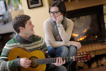 כתבת שיר כשהיית בן 15? זה הזמן להשמיע לה אותו! (צילום: shutterstock)