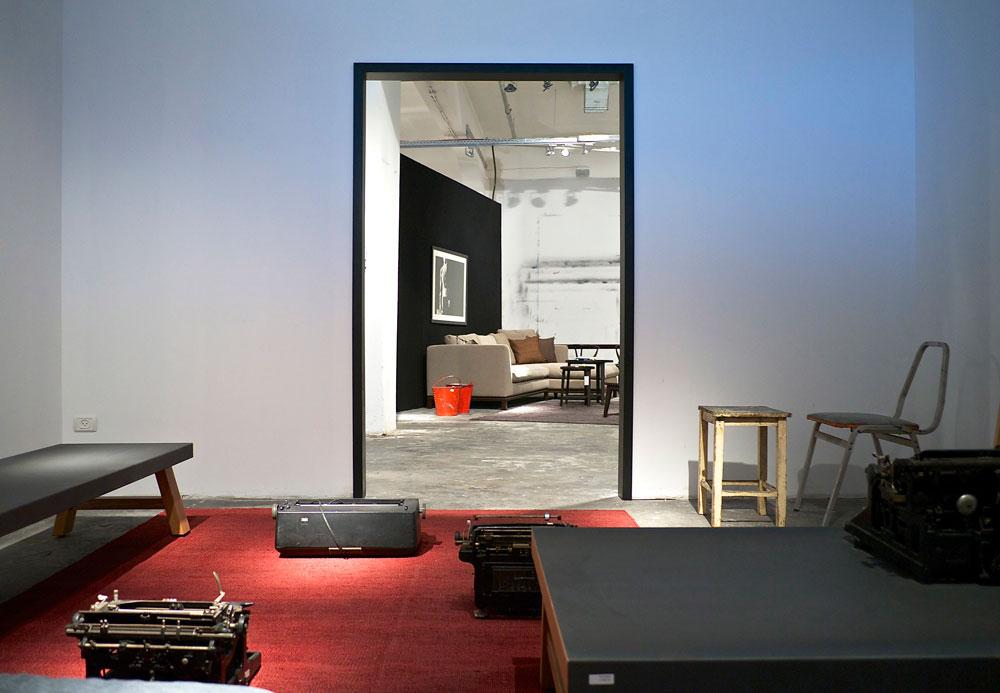 החנות החדשה במתחם קסטיאל בדרום תל אביב. 900 מ''ר ששימשו קודם כסטודיו לאמנים. עיצוב החלל פרום ותעשייתי במכוון, בהתאם לקהל היעד הצעיר יותר, שאליו פונה החנות (צילום: איתי סיקולסקי)