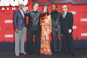 עם הקאסט. מימין: וולץ, פוקס, טרנטינו, קרי וושינגטון, סמואל אל ג'קסון (צילום: gettyimages)