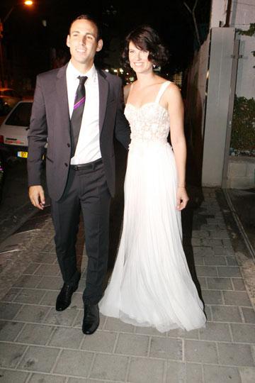 עשו בוק חתונה אצל רון קדמי. הדוגמנית עדי נוימן והכדורגלן אבי יחיאל (צילום: רפי דלויה)