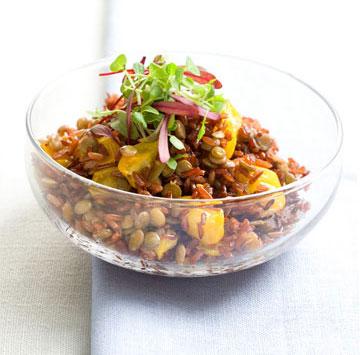 מג'דרה עם אורז אדום (צילום: דני לרנר, סגנון: חמוטל יעקובוביץ')