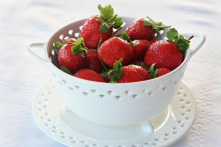 אפשר גם לגדל בבית. תותים (צילום: אסנת לסטר)