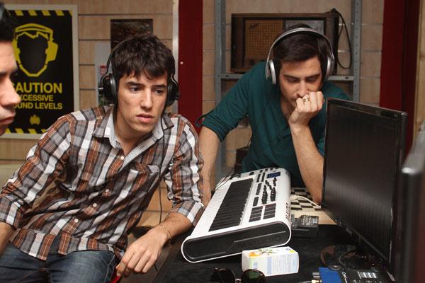 באולפן ההקלטות, משחקים אותה עובדים (צילום: ג'קי יעקב)