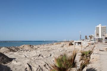 הטיילת מתחילה בחוף גורדון ונגמרת בדולפינריום (צילום: אביעד בר נס)