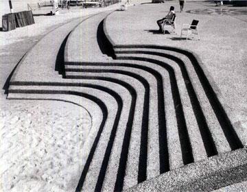 הביטון של הטיילת החל מזמן, כפי שאפשר לראות בצילום ההיסטורי. החול מצטמצם (צילום: רן ארדה, באדיבות אדריכל אמנון רכטר)