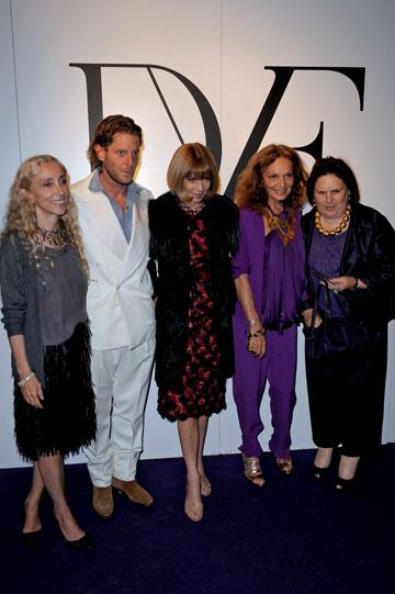 גבר שלא מפחד מנשים. עם סוזי מנקס, דיאן פון פירסטנברג, אנה ווינטור ופרנקה סוזאני (צילום: gettyimages)
