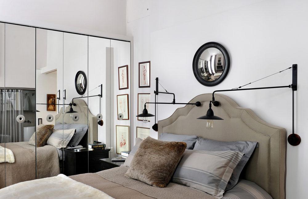 טיפ 9: מראות מכפילות את תחושת המרחב, ופריטים מעניינים מושכים את תשומת הלב ומוסיפים עומק לחדר. דירה בעיצוב יוסי פרידמן (באדיבות יוסי פרידמן)