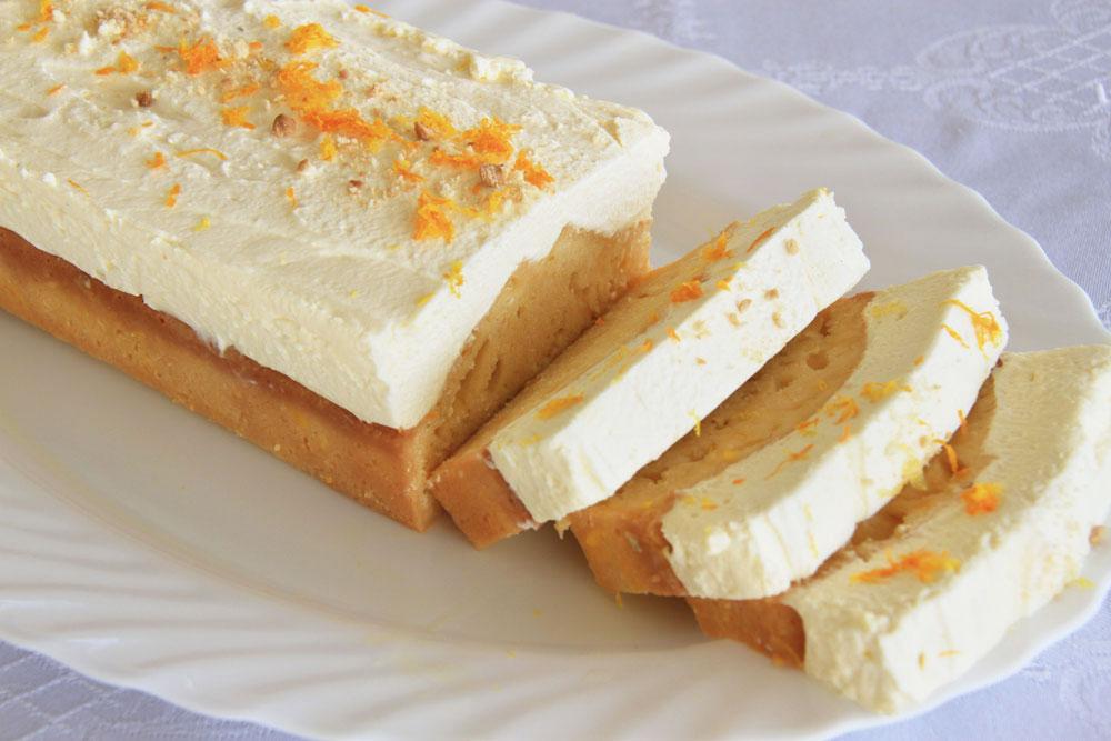 עוגת תפוזים עם קרם בצ'יק-צ'ק (צילום: אסנת לסטר)
