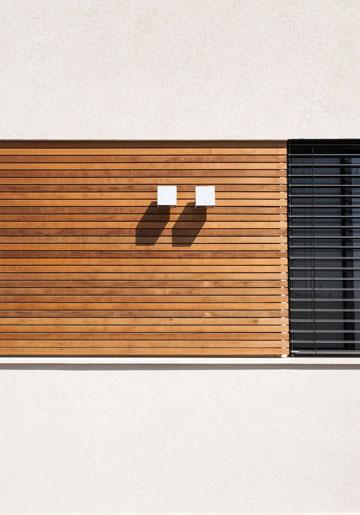 חלון ''סרט'' בחזית שפונה אל הרחוב (צילום: לוסיאנו סנטנדראו)