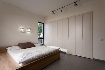 ארון קיר גדול בחדר השינה (צילום: לוסיאנו סנטנדראו)