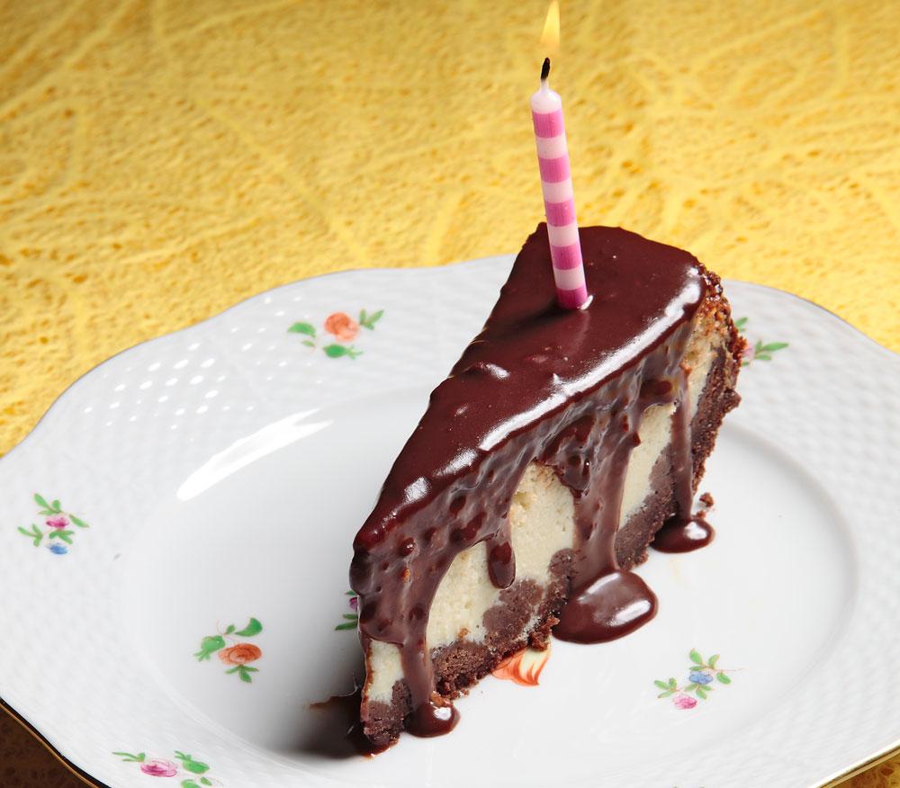 במיטבה כשהיא קרה. עוגת כבינה ושוקולד (צילום: יעקב הררי)