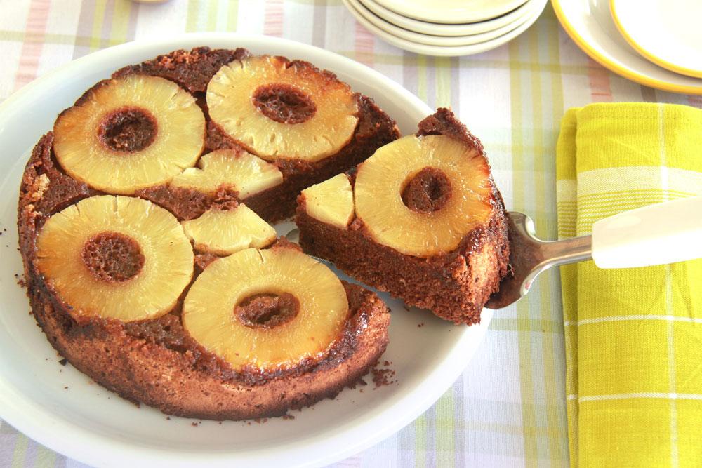 עוגת אננס הפוכה (צילום: אסנת לסטר)