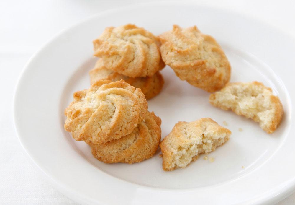 עוגיות חמאה עם שקדים ולימון (צילום: אפיק גבאי)