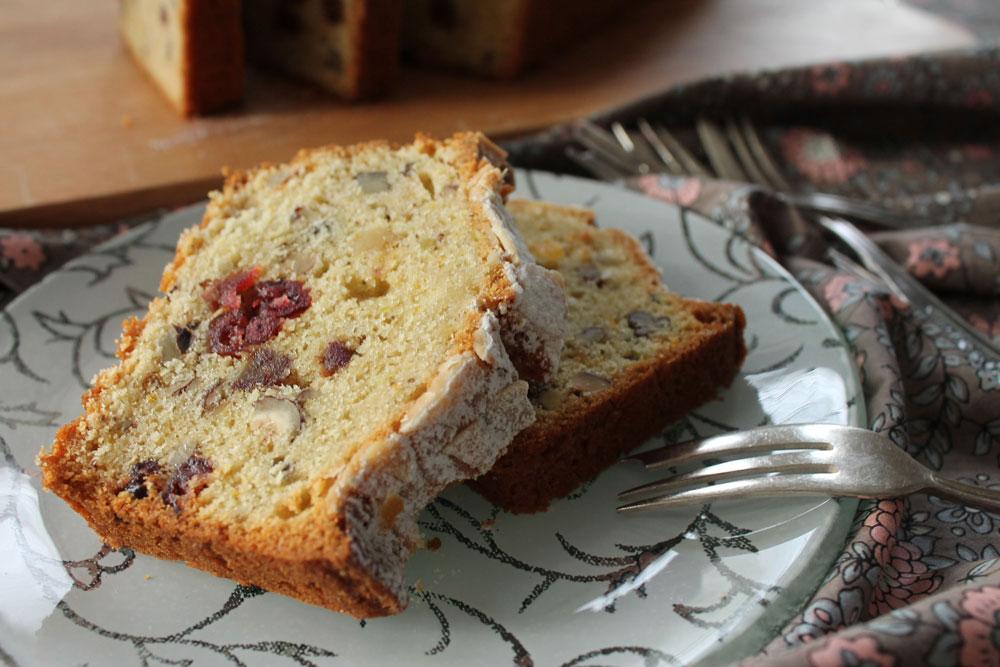 עוגת פירות יבשים בחושה (צילום: אורלי חרמש)
