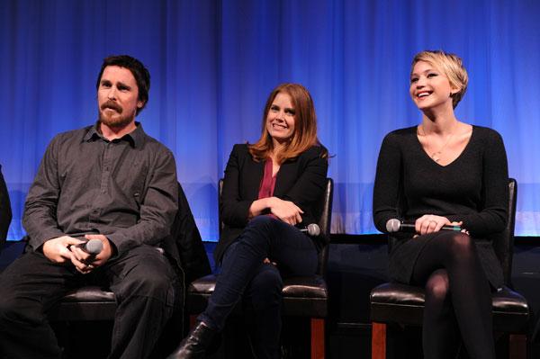 העיקר שהבמאי מרוצה. לורנס (מימין), איימי אדמס ובייל במסיבת עיתונאים (צילום: gettyimages)