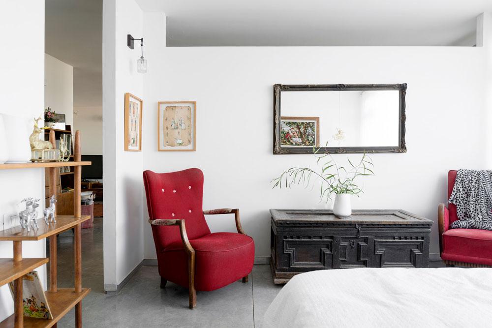 6: רצוי להשתמש במגוון גופי תאורה כדי ליצור אווירה שונה בכל חלק של החדר. חדר שינה בעיצוב גלית הירשפלד (צילום: גדעון לוין 181 מעלות)