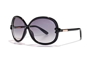 גדולים ומעוצבים. משקפי שמש מדגם סוניה של טום פורד