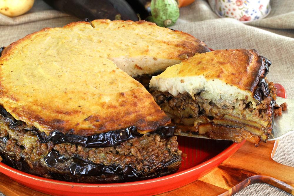 מוסקה עם תחתית תפוחי אדמה וציפוי פירה (צילום: אסנת לסטר)