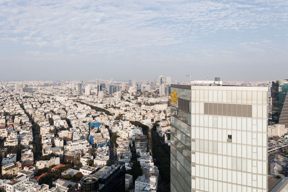 הנוף הנשקף מהקומות העליונות של המגדל שווה את מחירו בכסף רב. 170 מיליון שקל דורשים כרגע על הדירה היקרה ביותר בבניין (צילום: אביעד בר נס )