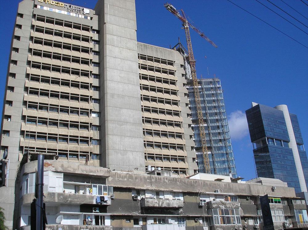 הבניין לפני התוספת העכשווית. הזרם הברוטליסטי סובל מיחסי ציבור גרועים, בניגוד לבאוהאוס (צילום: cc, Deror avi)