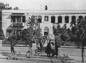 שניהם קמו על חורבות בניינים ששילמו את המחיר. הבניין שהיה שם קודם (באדיבות אוסף שולה וידריך)