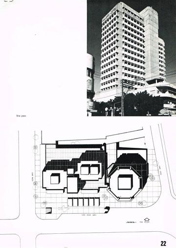חניון, כל-בו ומשרדים. לבית הסנה יש שתי כניסות נפרדות עם אפיונים אחרים (מתוך מגזין ''תוי'' , צילום: רן ארדה)