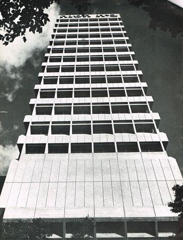 אבן דרך בין שנות ה-60 לשנות ה-80. בית מנורה (מתוך מגזין ''תוי'' , צילום: רן ארדה)