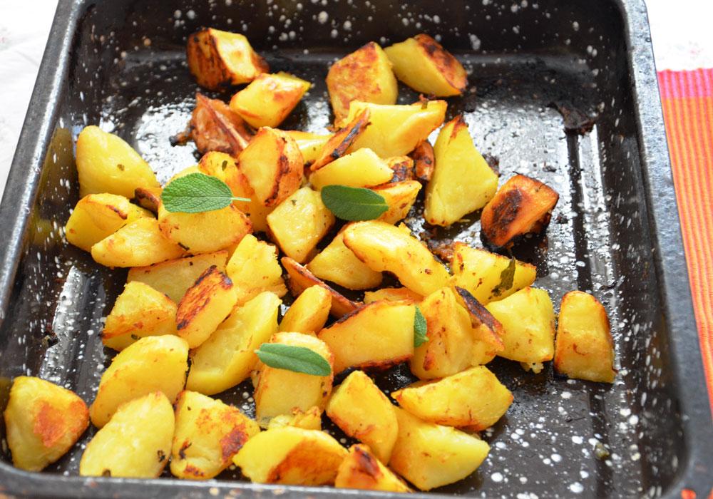 תפוחי אדמה בתנור עם לימון ומרווה (צילום: חני הראל)