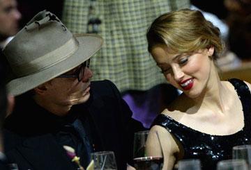 מאלף אותה בעזרת תכשיטים? ג'וני דפ ואמבר הרד (צילום: gettyimages)