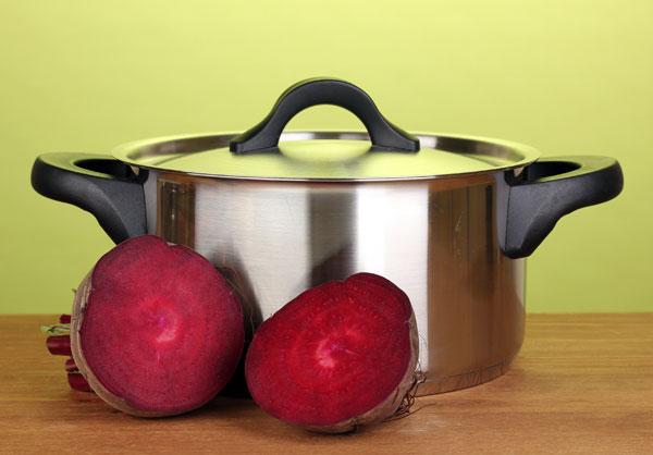כדי לשמור על טעם הסלק, חשוב לבשל אותו בקליפתו (צילום: shutterstock)
