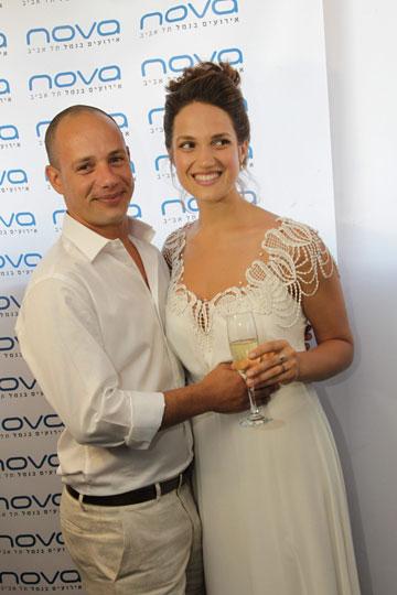 """""""כל בחירה שאני עושה נכונה לרגע הנתון. כולל במערכות יחסים"""". בחתונה עם עמית קרני (צילום: רפי דלויה)"""