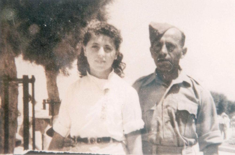 שולמית אלוני עם אביה, דוד אדלר