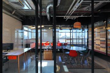 Fiver עברה מבנימינה לגדות האיילון, תל אביב. יתרון המיקום (צילום: עוזי פורת)