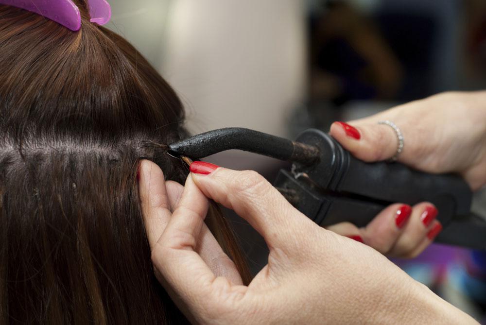 בעוד שאובדן שיער אצל גברים נלקח כמובן מאליו, להתקרחות נשית מתייחסת התעשייה ברצינות תהומית. האופציה הפופולארית של השנים האחרונות, היא תוספות השיער על סוגיהן (צילום:thinkstock)