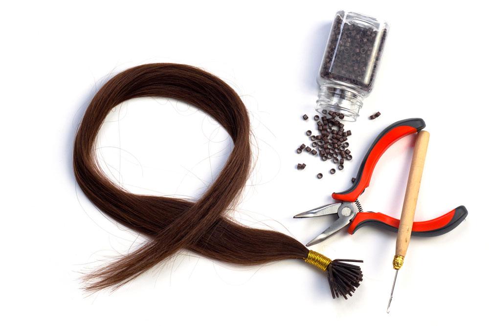 שיער זה עסק למקצוענים מנוסים, ואם על ספרים מצליחים לעבוד ולמכור להם שיער זול במחיר יקר, גם צרכניות ביתיות צרכיות להיות זהירות (צילום: shutterstock)