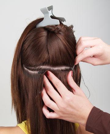 נשים הסובלות מהתקרחות של ממש יכולות להשתמש בתוספות שלא צריכות להיתפס בשיער הטבעי, אלא מודבקת ישר על הקרקפת או מולחמת לשיער הטבעי (צילום: shutterstock)