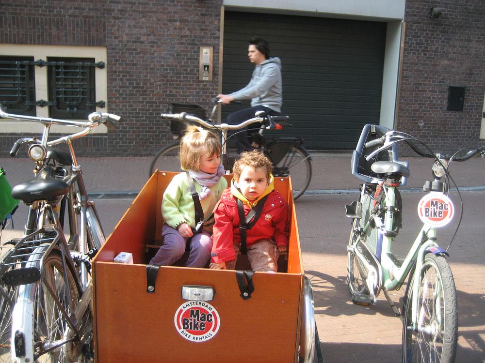 האם ישראל מאמצת את ההתנהגות ההולנדית? באמסטרדם (בצילום) יש יותר זוגות אופניים מתושבים (צילום: ZeNahla, cc)