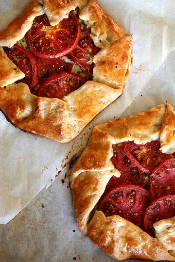 צבעוני ומיוחד. גאלט עגבניות, תירס, גבינה ובזיליקום (צילום: Alexandra Stafford)