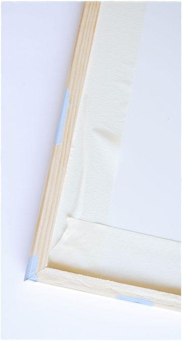 צביעת מסגרת בטכניקת יישון. צובעים את המסגרת בחלקים נבחרים בלבד (צילום: לאה מ. צלמת)