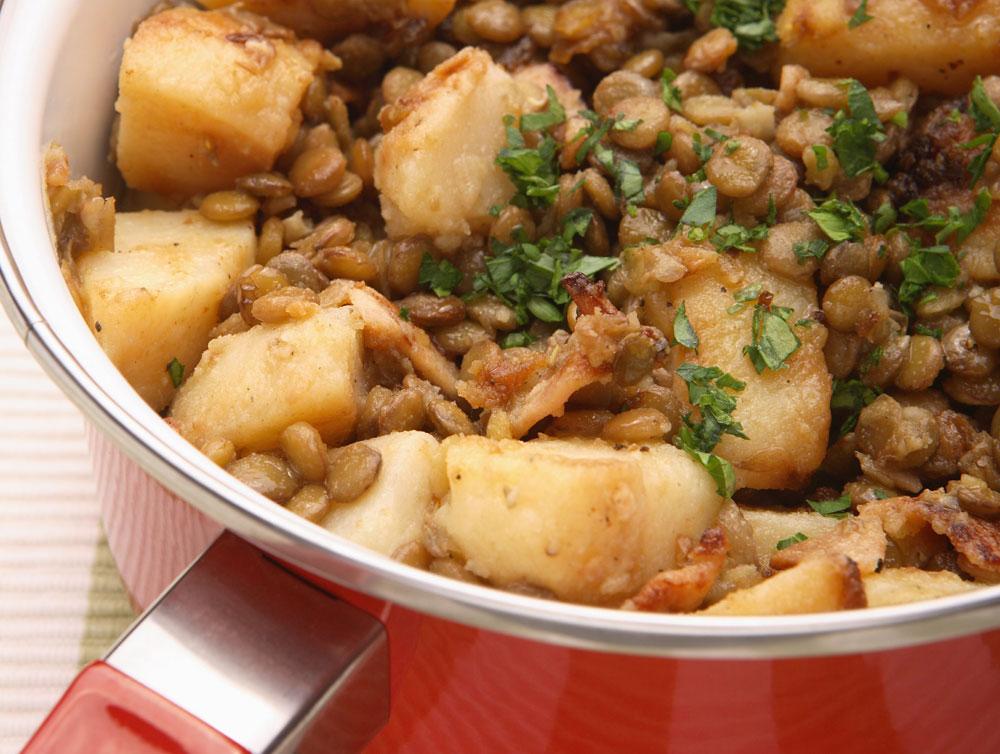 תבשיל עדשים ותפוחי אדמה (צילום: כפיר חרבי, סגנון: דלית מרחב)